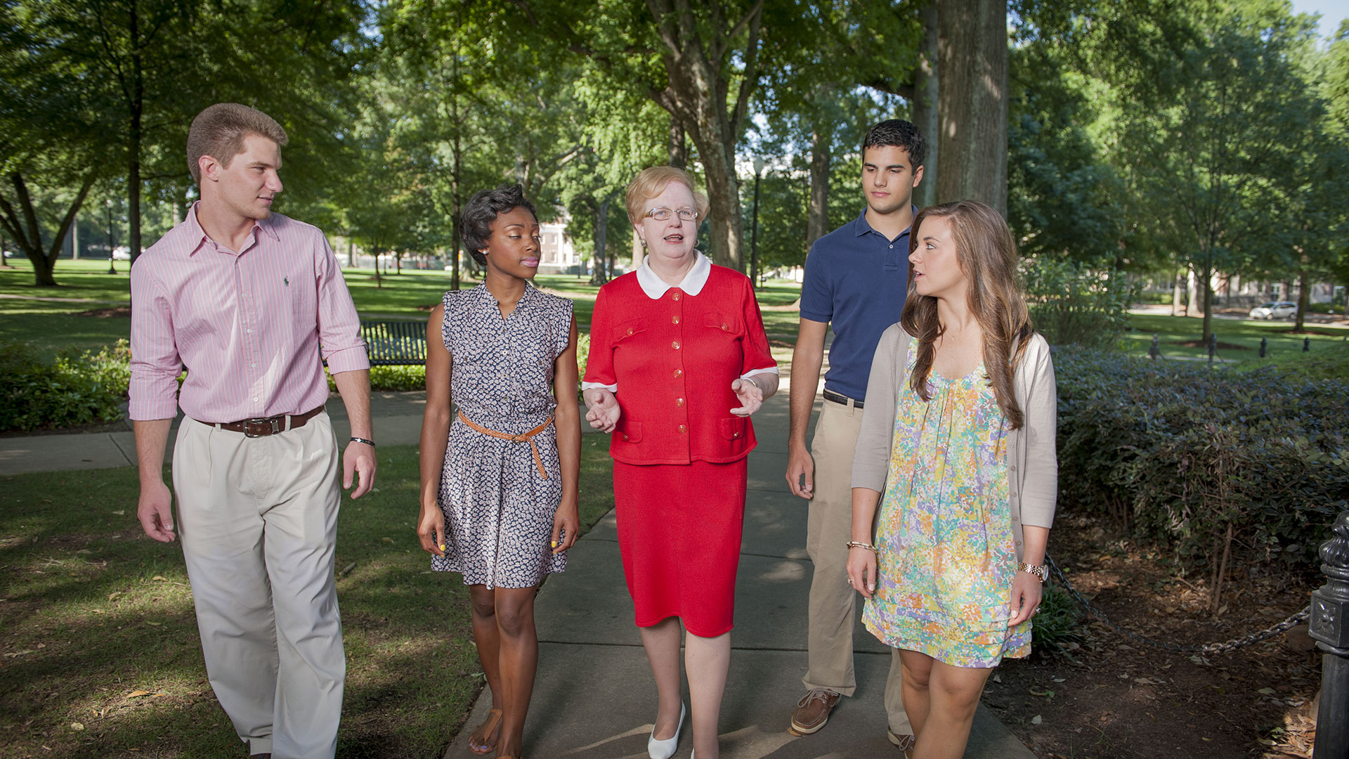 Dr. Judy Bonner walks across the quad with students.